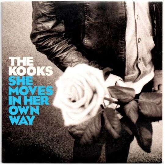 Coverafbeelding She Moves In Her Own Way - The Kooks