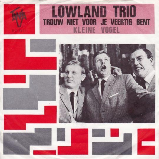 Coverafbeelding Lowland Trio - Trouw Niet Voor Je Veertig Bent