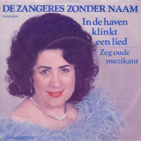 Coverafbeelding In De Haven Klinkt Een Lied - De Zangeres Zonder Naam