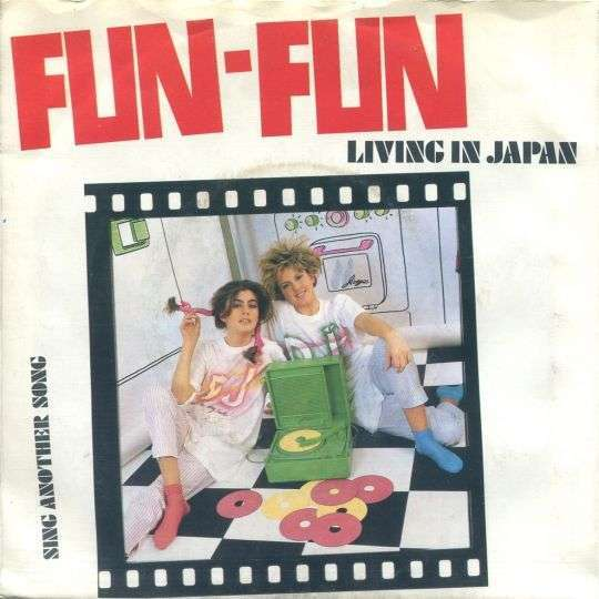 Coverafbeelding Living In Japan - Fun-Fun