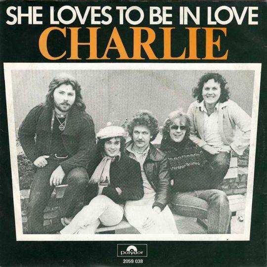 Coverafbeelding Charlie - She Loves To Be In Love