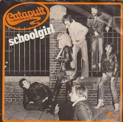 Coverafbeelding Schoolgirl - Catapult