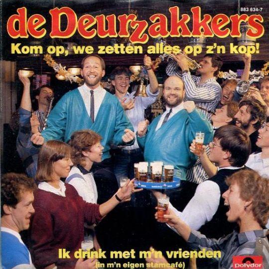 Coverafbeelding Kom Op, We Zetten Alles Op Z'n Kop! - De Deurzakkers