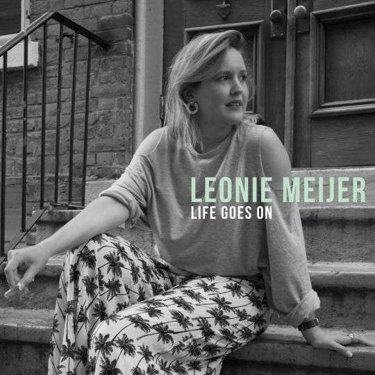 Coverafbeelding Life Goes On - Leonie Meijer