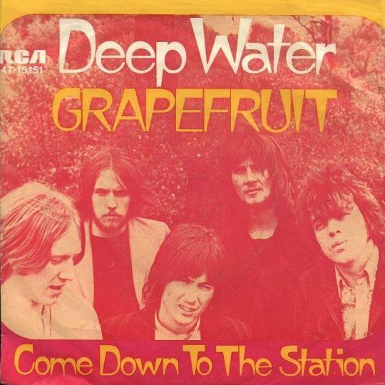 Coverafbeelding Deep Water - Grapefruit