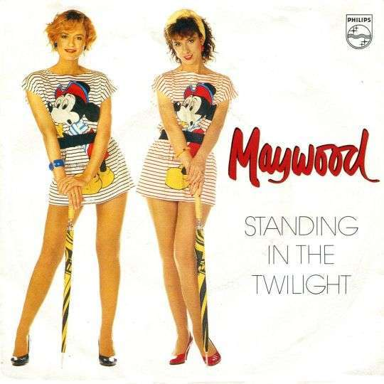 Coverafbeelding Standing In The Twilight - Maywood