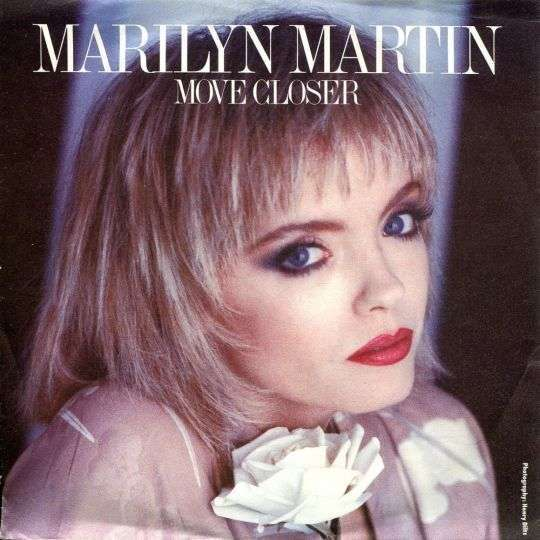 Coverafbeelding Move Closer - Marilyn Martin
