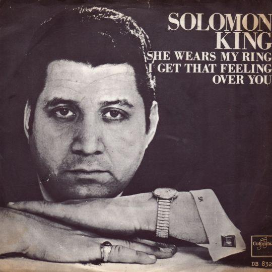 Coverafbeelding She Wears My Ring - Solomon King