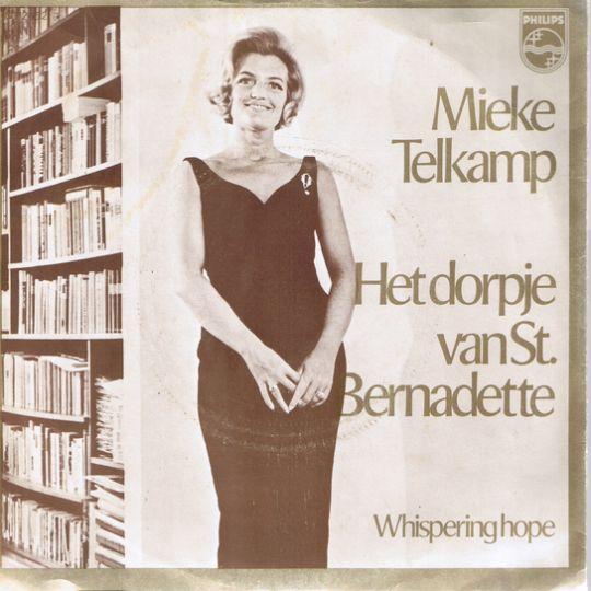 Coverafbeelding Het Dorpje Van St. Bernadette - Mieke Telkamp