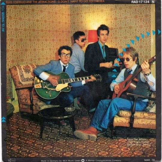 Coverafbeelding Elvis Costello and The Attractions - (I Don't Want To Go To) Chelsea