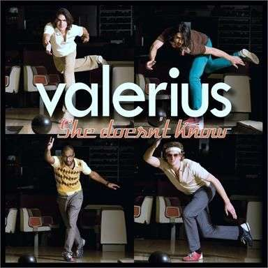 Coverafbeelding She Doesn't Know - Valerius