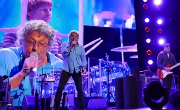 The Who onderbreekt show om roken