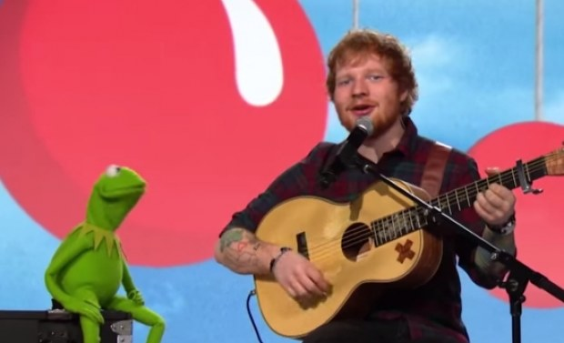 Ed Sheeran in duet met Kermit